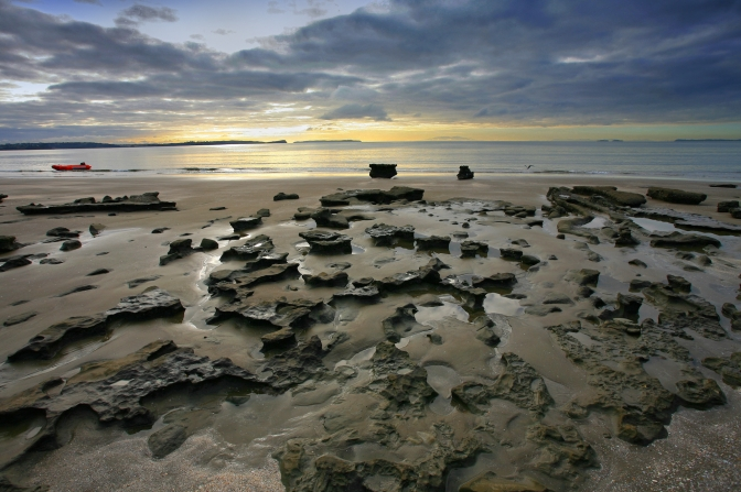 Rock formations at Granny's Bay, Long Bay Regional Park